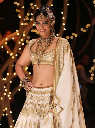 Sonam-Kapoor-dolly ki doli