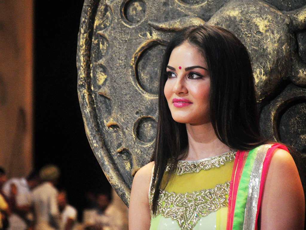 ek paheli leela sunny leone photo