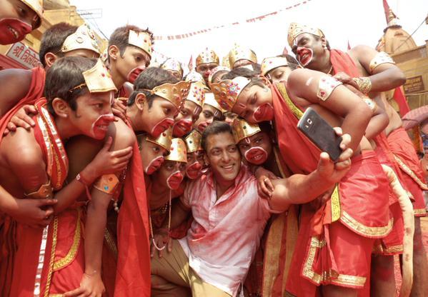 bajrangi bhaijaan- selfie le le re