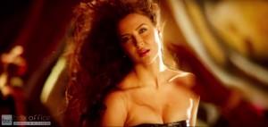 Elli Avram Hot Looks in Bam Bam Song-2