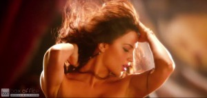Elli Avram Hot Looks in Bam Bam Song-3