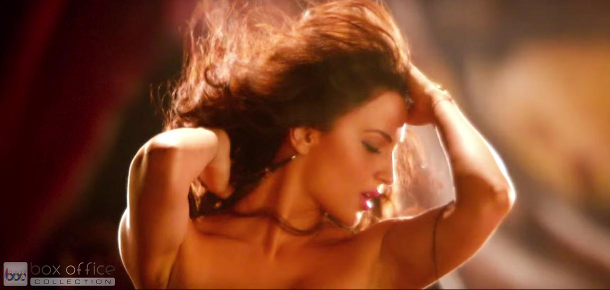 Elli Avram Hot Looks in Bam Bam Song-3