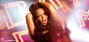 Elli Avram Hot Looks in Bam Bam Song-5