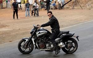 akshay kumar with bike