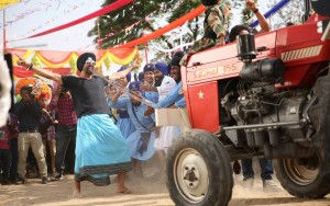 singh is bling akshay pulling tractor
