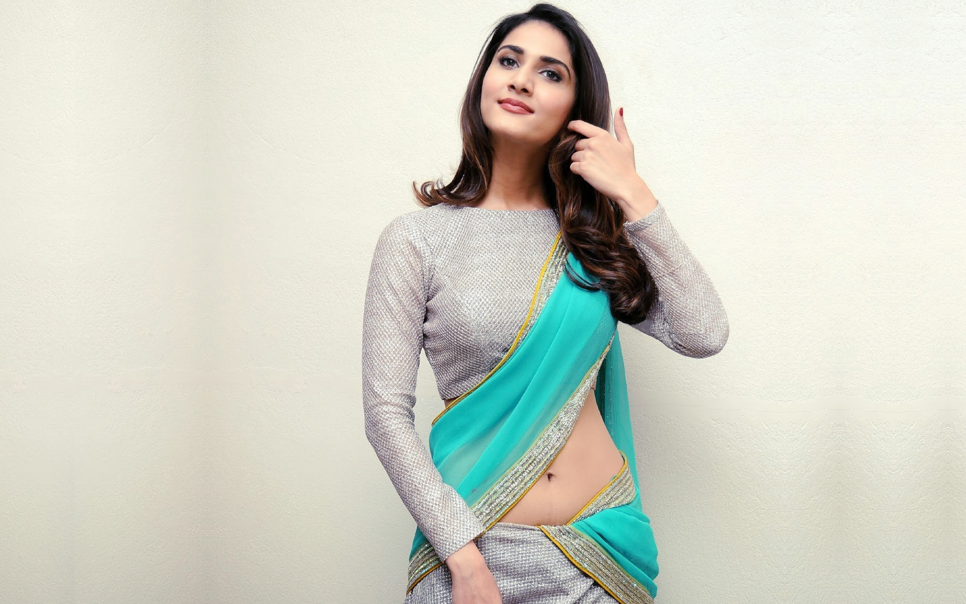 Vaani Kapoors outfit draws police complaint | Bollywood