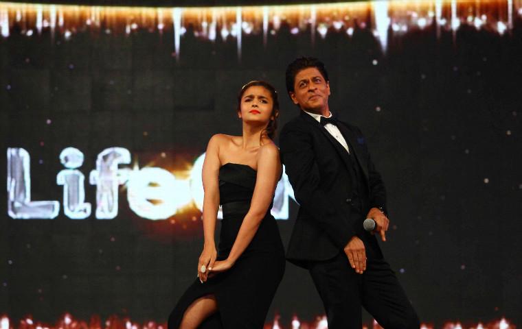 Shahrukh Khan-Alia Bhatt Starrer & Gauri Shinde's Directorial Takes Off Today