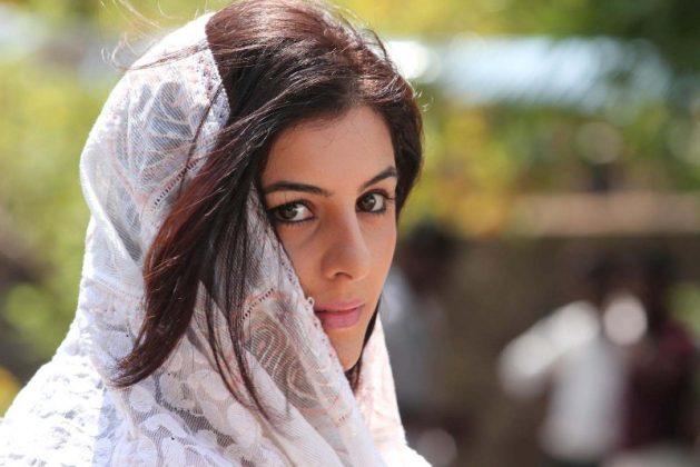 Isha Talwar HD Pics