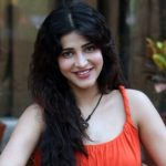 Actress Shruti Haasan spills some interesting secrets on Famously Filmfare Tamil